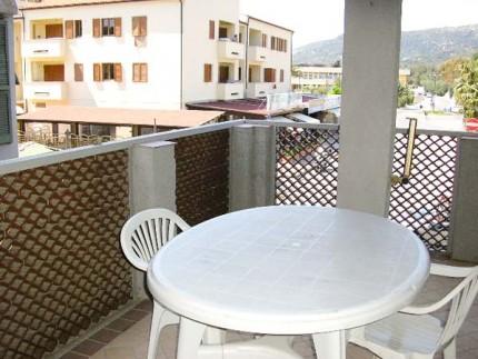 Appartamento Natalino a Marina di Campo, tavolino esterno