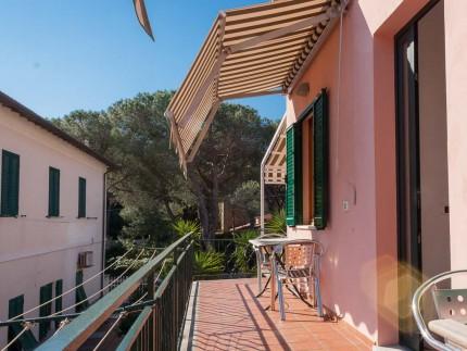 Casa-Bartolomea-Marina-Di-Campo-Appartamento-4-Tavolo-Esterno