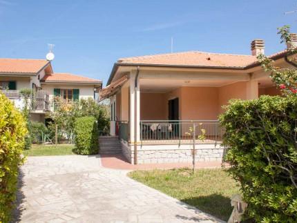 Villetta piastraia 2, villa per vacanze a Marina di Campo, esterno