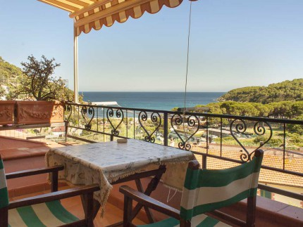 Il Nido holiday apartment on Elba Island, balcony with seaview