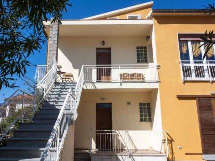 Melissa, Dreizimmerwohnung auf der Insel Elba, Fassade