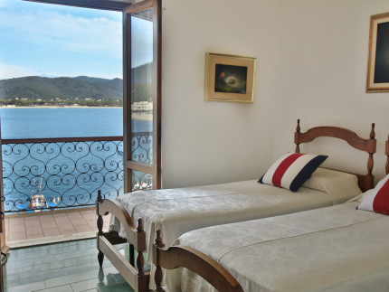 Mareblu, quadrilocale per vacanze a Marina di Campo, Camera matrimoniale letto