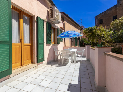 Alice, holiday apartment in Elba Island, outdoor table