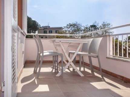 Lavanda 1, appartamento per vacanze a Marina di Campo, terrazza con tavolo