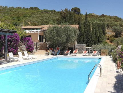 Le Solane holiday apartment in Elba Island, swimming pool