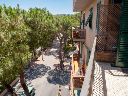 Ines appartamento isola d'Elba Marina di Campo balcone
