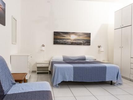 loft Marina di campo zona notte divano, letto e armadio