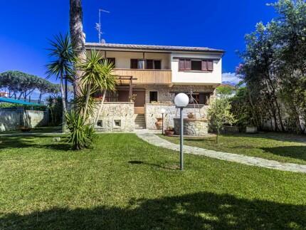 Villa Ginevra  in Marina di Campo Sicht eines Aussentstehenden
